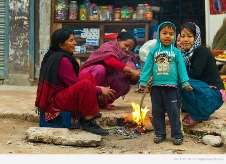 костры на улицах Непала