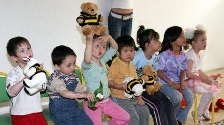 Дети-сироты в Казахстане