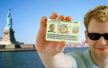 Green card - индентификационная карта, которая дает право жить и работать в США
