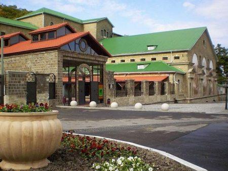 главное здание завода по производству игристых вин