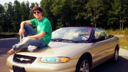 Американский старшеклассник на автомобиле