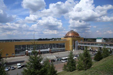 железнодорожный вокзал; в Уфе