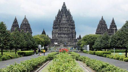 Индуистский храм Прамбанане. Остров Ява