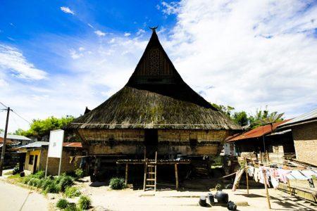 Традиционный батакский дом на острове Самосир, Суматре, Индонезия, Юго-Восточной Азии