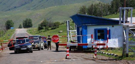Пограничный пост перед перевалом Мраморный, Казахстан