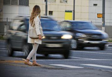 При проезде пешеходного перехода необходимо убедиться в отсутствии пешехода, либо в том, что он намерен перейти дорогу