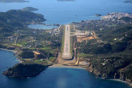 Аэропорт Скиатос в Греции.