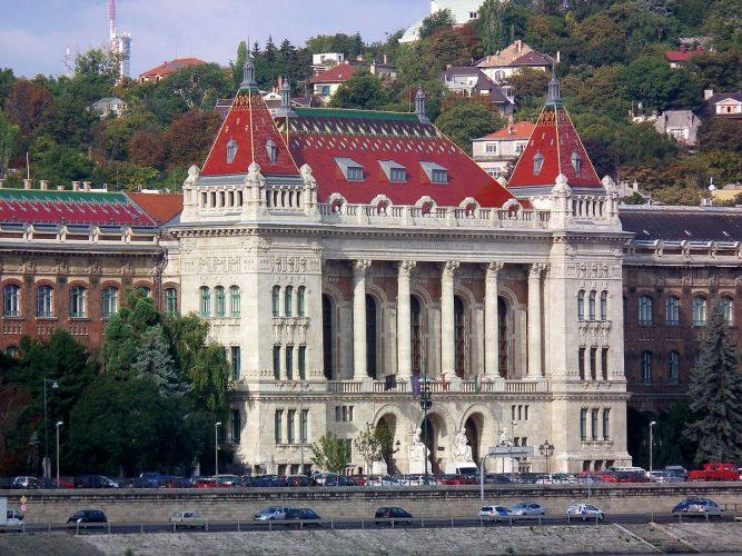 Здание Будапешсткого университета науки и технологий