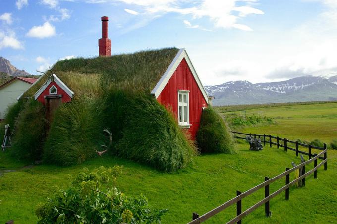 Дома в деревне Скогар на юге Исландии