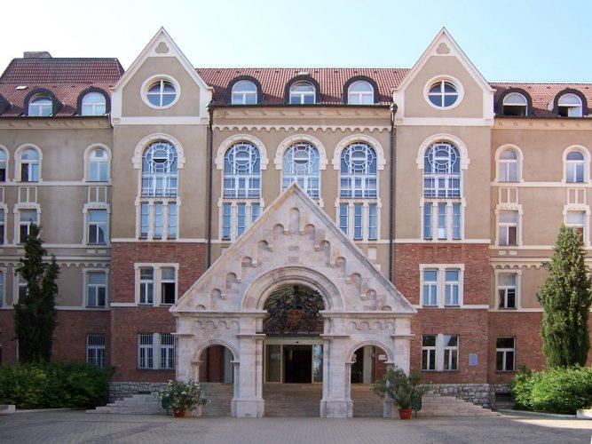 Здание Печского университета