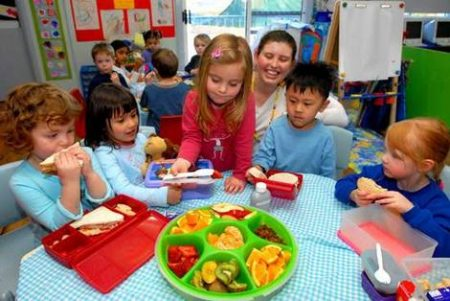 Полдник в детском саде США