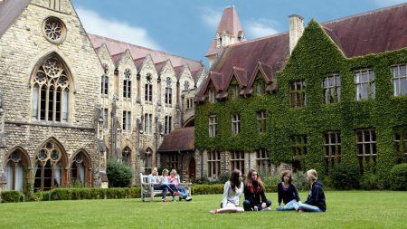 Cheltenham Ladies College, Англия