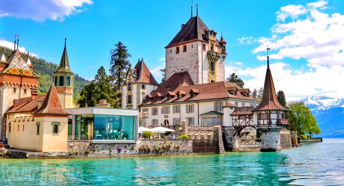 Швейцария, Тун: величественный замок Оберхофен на Тунском озере