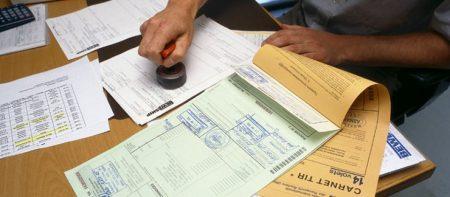 проверка документов в офисе иммиграции Савалала