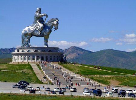 Памятник Чингисхану (Статуя в Цонжин-Болдоге)