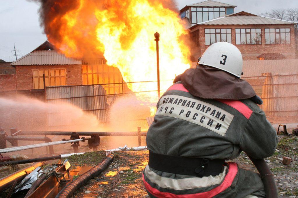 Заработная плата вольнонаемных пожарных ниже почти в 2 раза.