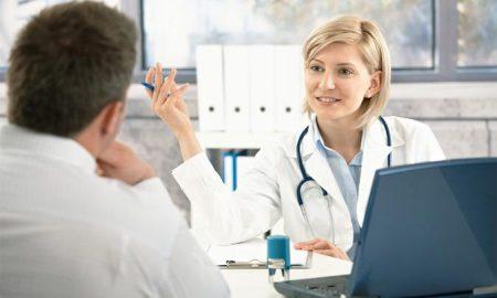 Пациент на приеме у терапевта