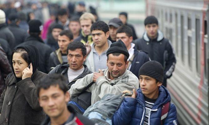 граждане СНГ на железнодорожном вокзале Москвы