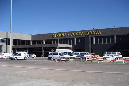Аэропорт. Здание аэропорта Жирона Коста .
