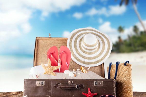 чемодан на пляже