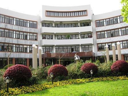 Школа при университете Цзяотун в Шанхае