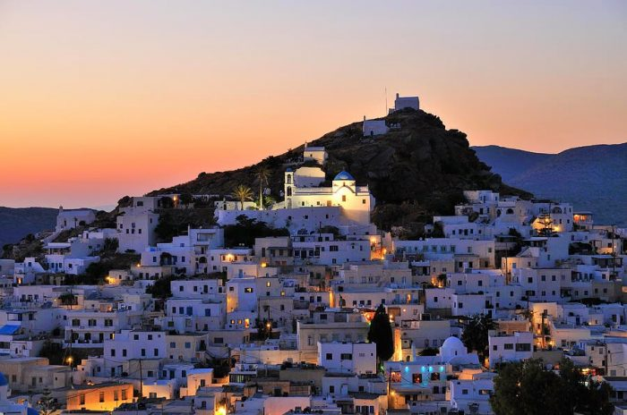 Вечерний городок. Остров Иос. Греция.