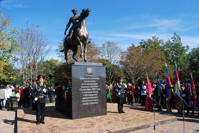 Памятник А. Гречишкину