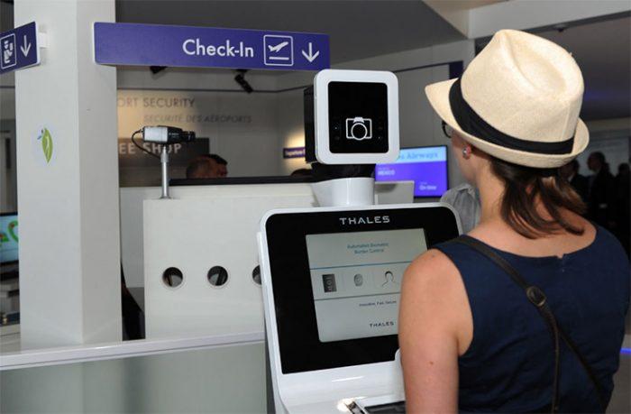 система биометрического контроля в аэропорту Сингапура