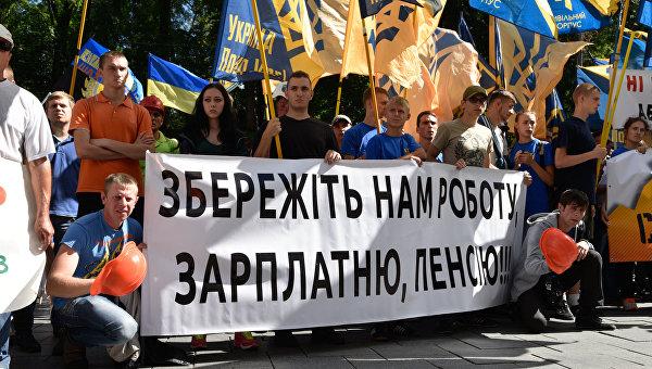 Люди на митингах на Украине