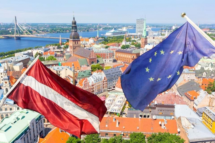 Флаг Латвии и ЕС