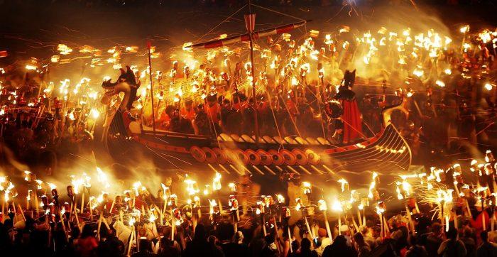 Огненный фестиваль в Шотландии