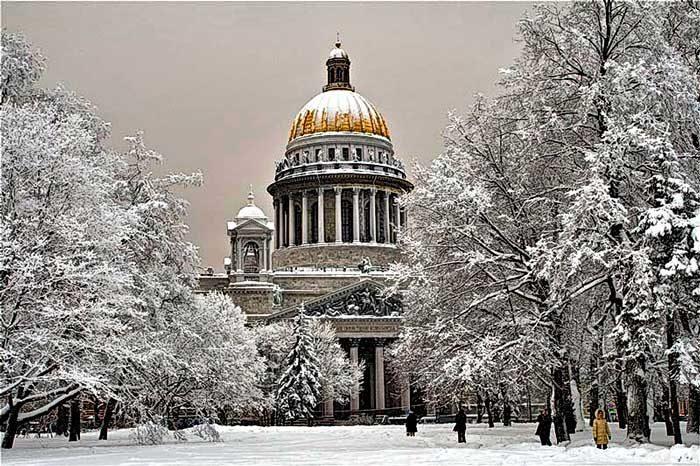 Зимний Исаакиевский собор в Петербурге