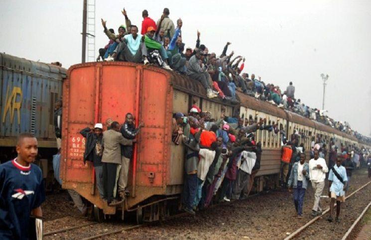 поезд в  Кении