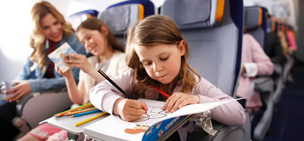 Что взять и чем занять ребенка в самолете
