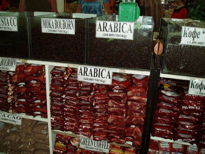 Витрина магазина в Далате