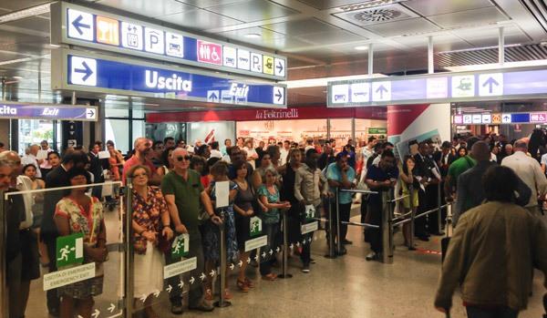Зал прилетов в 3 терминале аэропорта Фьюмичино