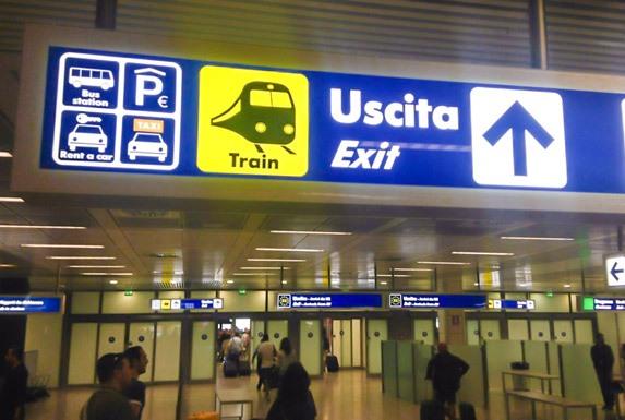 Указатели в аэропорту Фьюмичино