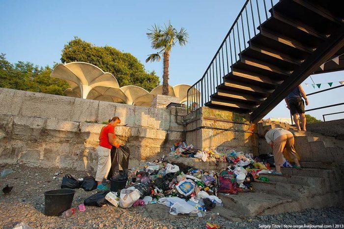 Уборка мусора в Ялте