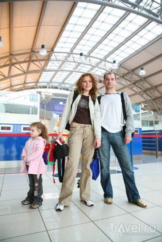 Пример одежды в самолет для всей семьи
