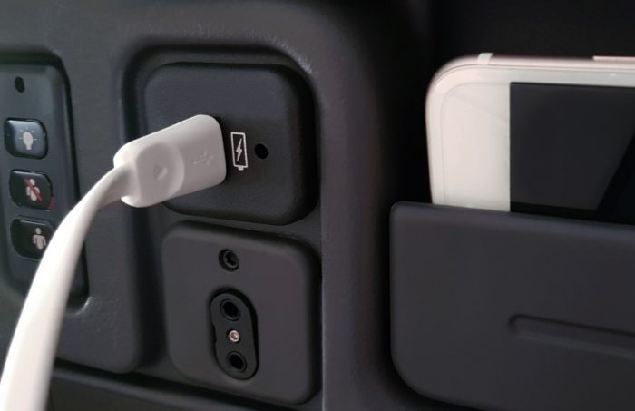 Розетка USB в самолете