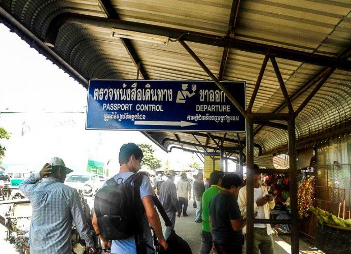 Выдача виз на границе Таиланда и Камбоджи