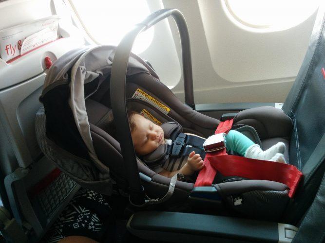 Провоз автокресла в салоне самолета