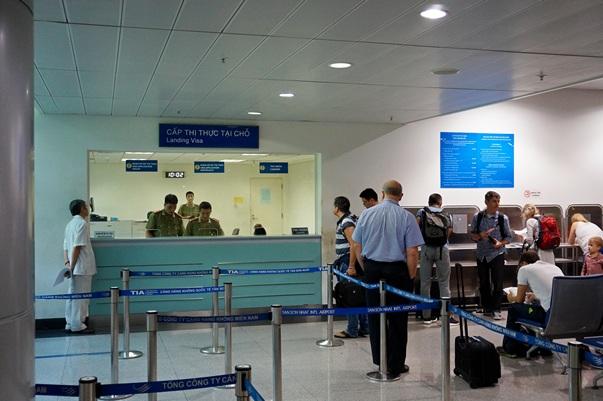 """Окно для получения """"визы по прилету"""" во вьетнамском аэропорту"""