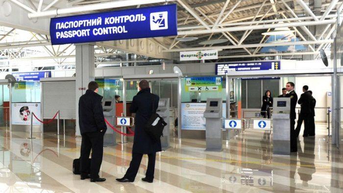 Паспортный контроль в аэропорту России