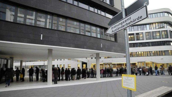 Очередь в Управление по делам иностранцев во Франкфурте