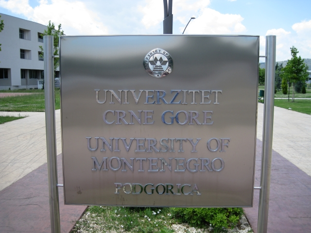 Табличка Универзитета Црне Горе