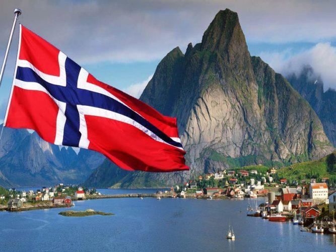 Флаг и вид Норвегии