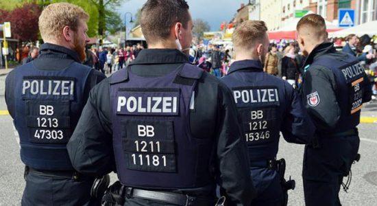 Полицейские на митинге в Германии