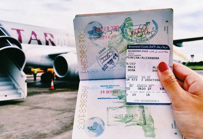Паспорт и самолет