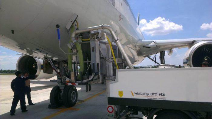 Заправка самолета водой